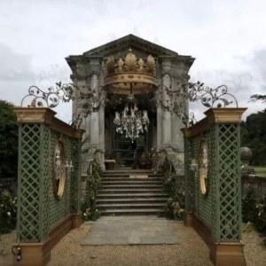 Giant crowns, Versailles scene (Airex/epoxy resin)